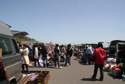 久しぶりに七里ヶ浜フリーマーケットに行ってきました。お昼は、葉山のボンジュール。〜Hanako 鎌倉案内「ハリマオロッジ」〜