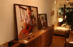 「続 ダカフェ日記」の発売を記念して、三鷹(DAILIES)で行われている「ダカフェ日記の小さな写真展」へ行ってきました。