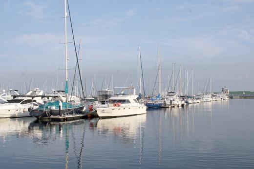 アウトレットパークじゃない方の「よこはま・かなざわ海の駅」横浜ベイサイドマリーナにヨットやボートを見にいってきました。
