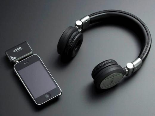 電車や徒歩時のイヤフォンもコードレスの時代なのね…iPhoneに似合うかっこいいワイヤレスヘッドホン「TH-WR700」が良さげ。