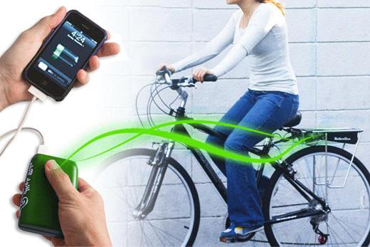 自転車を漕ぐ力を利用して発電した電気をiPhoneの充電にあてる「RollerGen」を見て思う…iPhoneの充電料金ってどのくらい払ってるんだろう…。