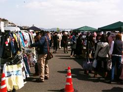 3月14日久しぶりに、七里ヶ浜フリーマーケットに行ってきました。〜漆塗りの木の食器〜