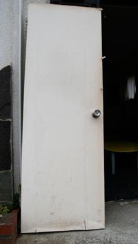 トイレのドアとキッチンのドアをリフォーム~100年近く前のアンティークのガラスノブを取り付けDIY~