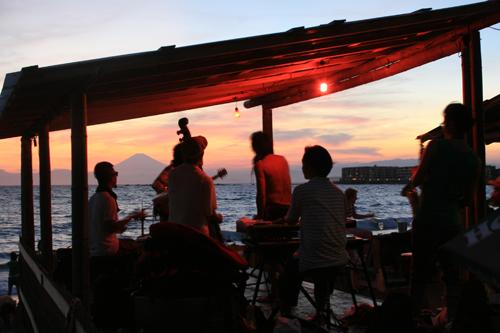 僕らの大推薦バンド、DREADZ LIVEへ行ってきました。最高のロケーションと最高の音楽! 2010.8.29 SUN 一色海岸 『松』