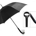 """改札出てから会社に着くまでの出したりしまったり忙しい時に便利そう!コーヒーホルダーのついた傘""""Coffee Loving Umbrella""""。"""