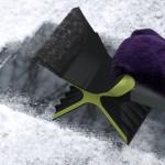 クルマ用雪かきグッズSnowdozer(スノードーザー)が機能的なデザインでイイ感じ!スキーヤー・スノーボーダーにおすすめ!