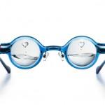 メガネのフレームについたギヤを回すと視力度数を調節できるめがね「アドレンズピーオーヴィー」を、Zoff(ゾフ)が発売。片目ずつ調整できるのがイイね!