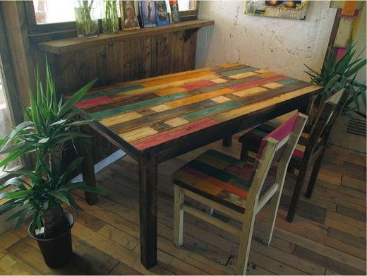 オーダーメイドOK! 海を感じる、カラフルなアンティーク風の家具「umikagu」が良い感じです。