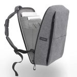 MacBook Air持ち歩く用に、Cote&CielのRhine Flat Backpack for 15をアップルストアで購入。体の左右のバランスがイイ気がする。